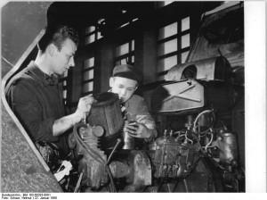 Döbernitz, Reparatur eines Traktors