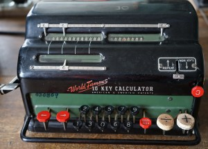 calculating-machine-931435_1280